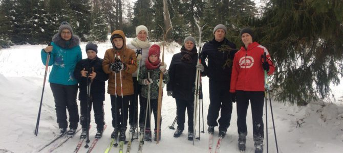 Всей семьёй на лыжах